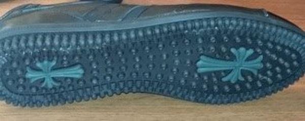 Թուրք առևտրականները Վրաստան են ներմուծել կոշիկ՝ ներբանի տակ տիպիկ հայկական խաչի պատկեր